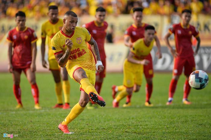 Gustavo Almeida cho rằng anh không ấn tượng đặc biệt với bất cứ cầu thủ Hà Nội nào. (Ảnh: Zing.vn)