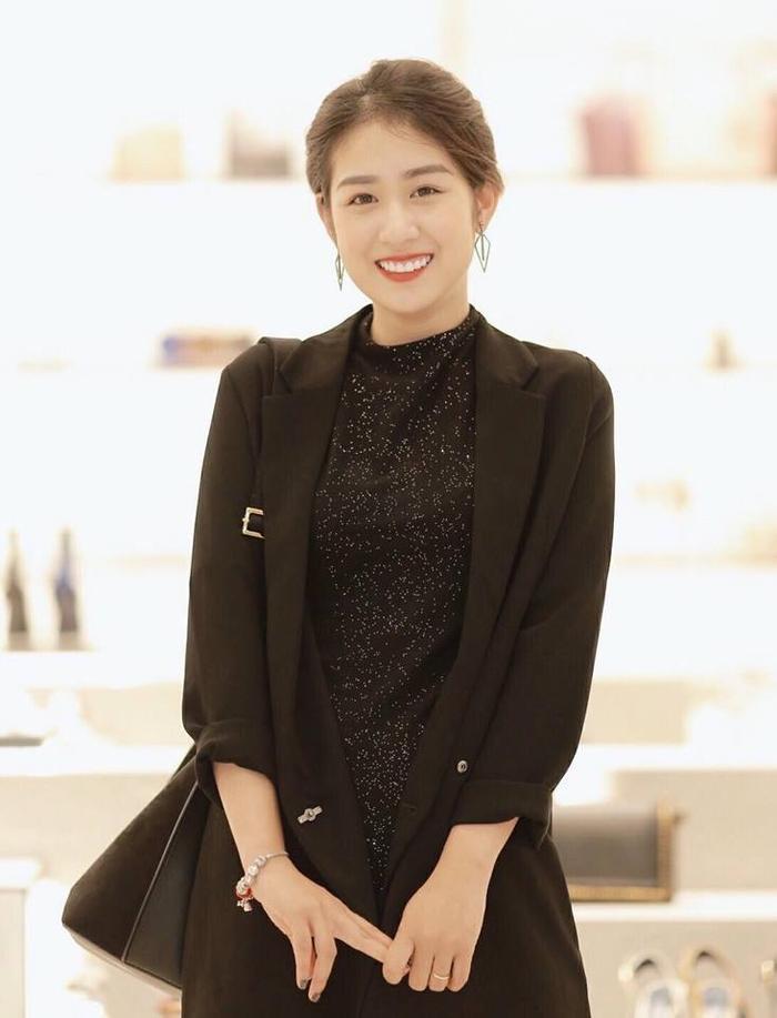 Vẻ đẹp xinh xắn, trong sáng của Trang Lou