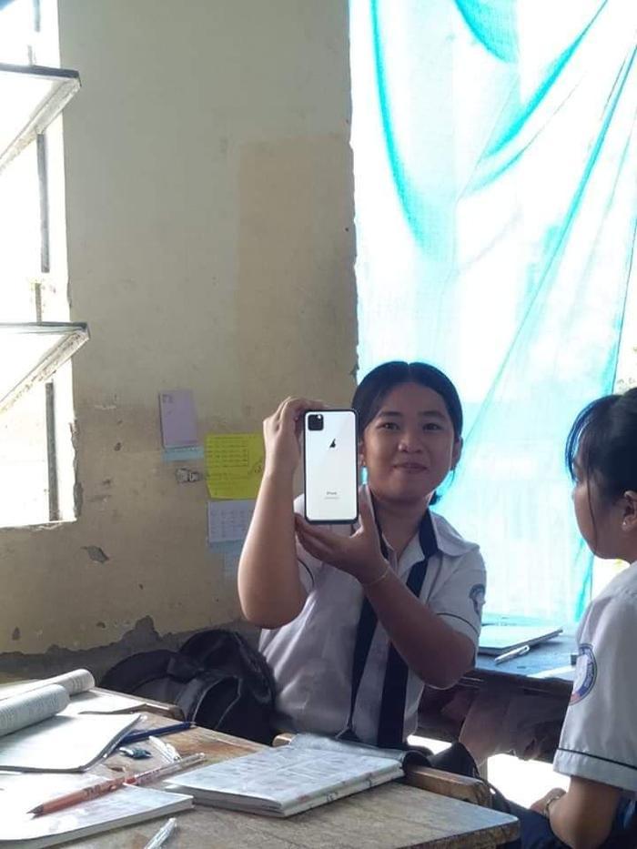 Làng sớm ơi…tôi mua được Iphone 11 rồi…Bớ làng xóm ơi!!!