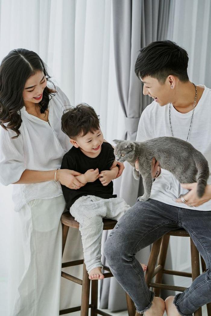 Sự xuất hiện của bé Đậu - cậu con trai kháu khỉnh đã làm cho gia đình nhà Ba Duy - Nam Thương ngày được cộng đồng mạng ngưỡng mộ và yêu mến.