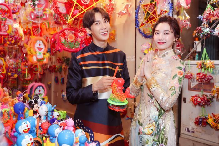 Bộ ảnh được thực hiện sau khi Hari Won và Park Jung Min có cơ hội hợp tác trong bộ phim Oppa! Phiền quá nha.
