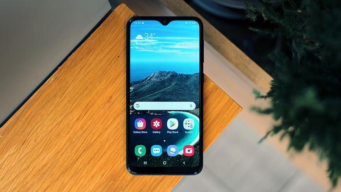 """Samsung Galaxy A10s là một trong những điện thoại giá thấp mới nhất lên kệ tại Việt Nam với nhiều tính năng cao cấp như camera kép, cảm biến vân tay một chạm hay pin """"khủng."""""""