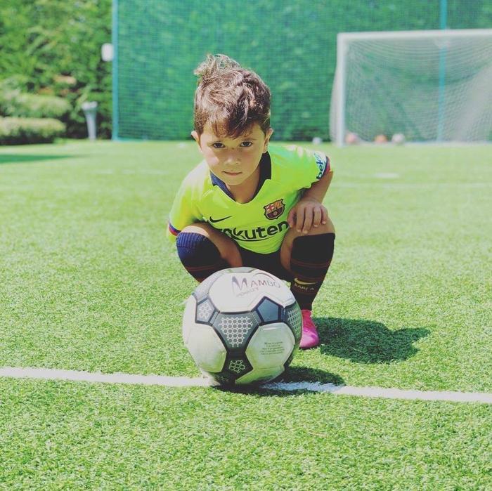 Mateo Messi thể hiện tài năng không thua gì cha.