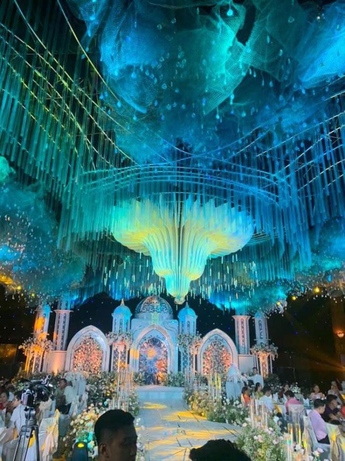 Đám cưới hoành tráng và được thiết kế không khác gì tòa lâu đài
