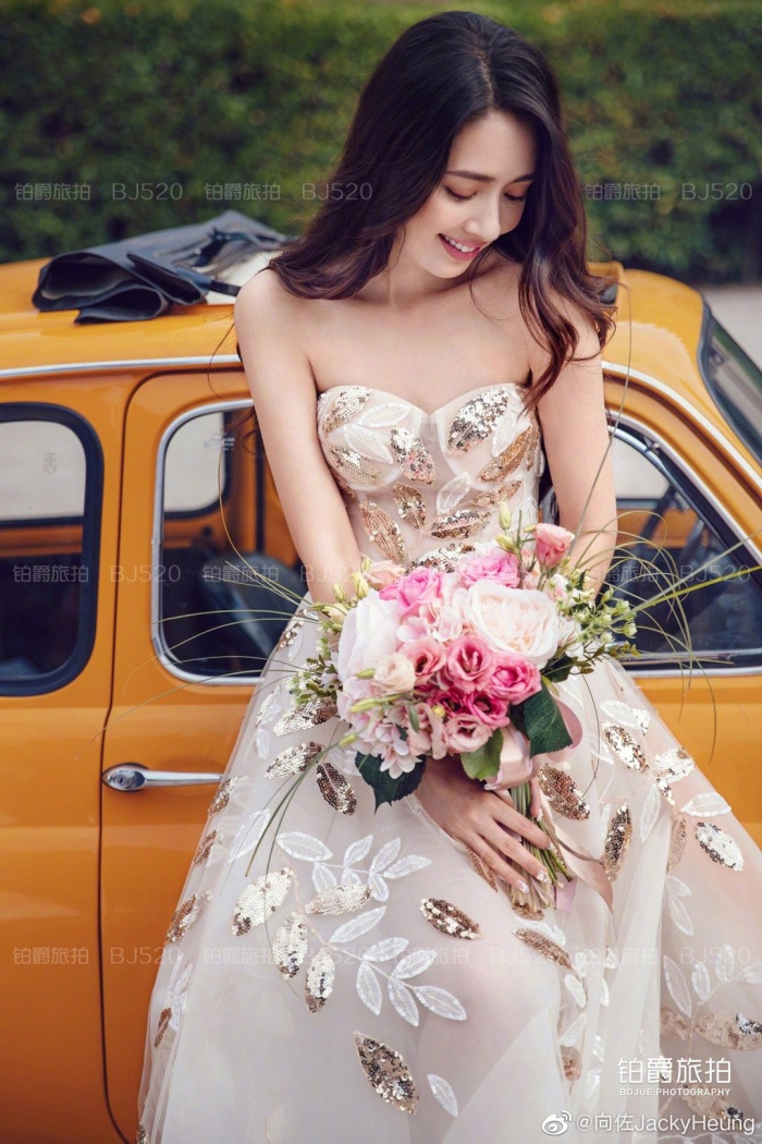 Ảnh cưới lung linh, ngọt ngào của con trai trùm showbiz Hong Kong Hướng Tả và người đẹp Quách Bích Đình ảnh 0