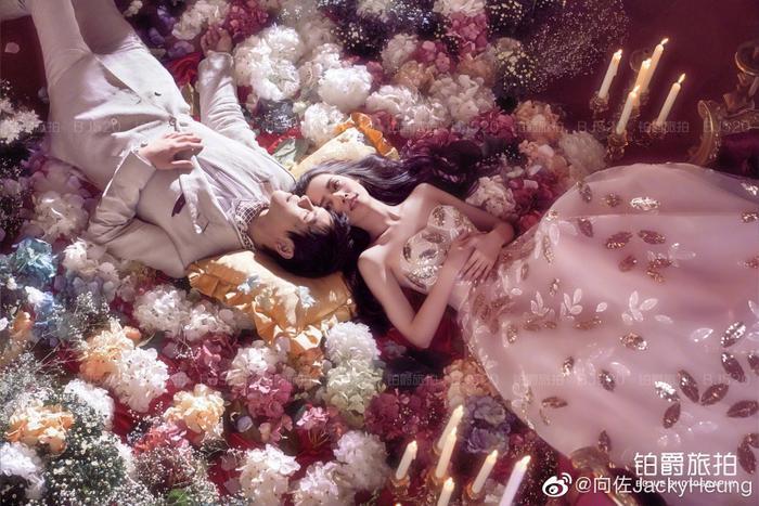 Ảnh cưới lung linh, ngọt ngào của con trai trùm showbiz Hong Kong Hướng Tả và người đẹp Quách Bích Đình ảnh 2