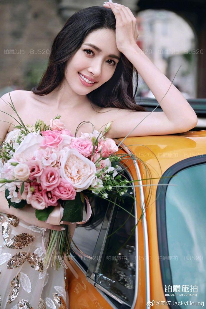 Ảnh cưới lung linh, ngọt ngào của con trai trùm showbiz Hong Kong Hướng Tả và người đẹp Quách Bích Đình ảnh 1