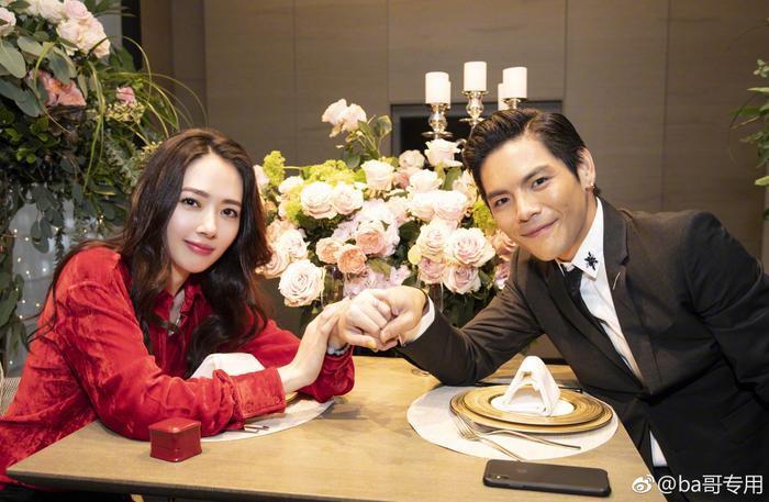 Ảnh cưới lung linh, ngọt ngào của con trai trùm showbiz Hong Kong Hướng Tả và người đẹp Quách Bích Đình ảnh 9
