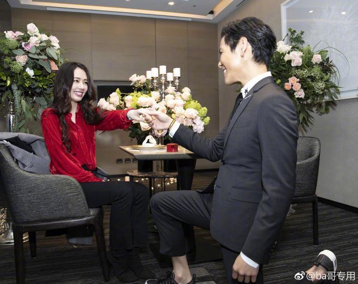 Ảnh cưới lung linh, ngọt ngào của con trai trùm showbiz Hong Kong Hướng Tả và người đẹp Quách Bích Đình ảnh 10