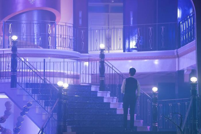 Choáng ngợp trước vẻ ngoài trẻ trung, điển trai của Kim Soo Hyun tại hậu trường bộ phim Hotel Del Luna ảnh 19