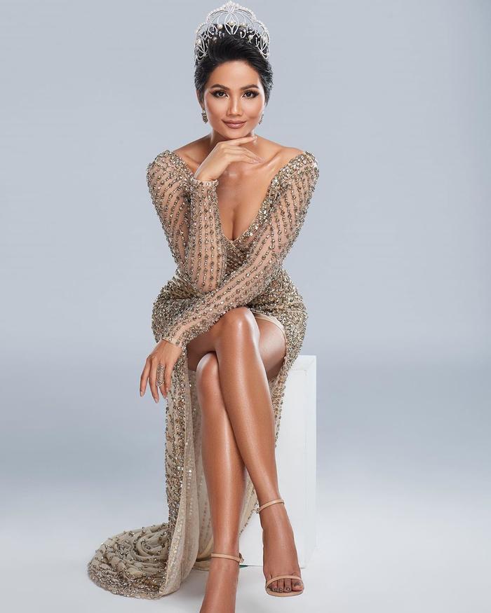 Hoàng Thùy phơi da nâu chuẩn Miss Universe, lần đầu khoe nụ cười sau khi niềng răng cấp tốc ảnh 6