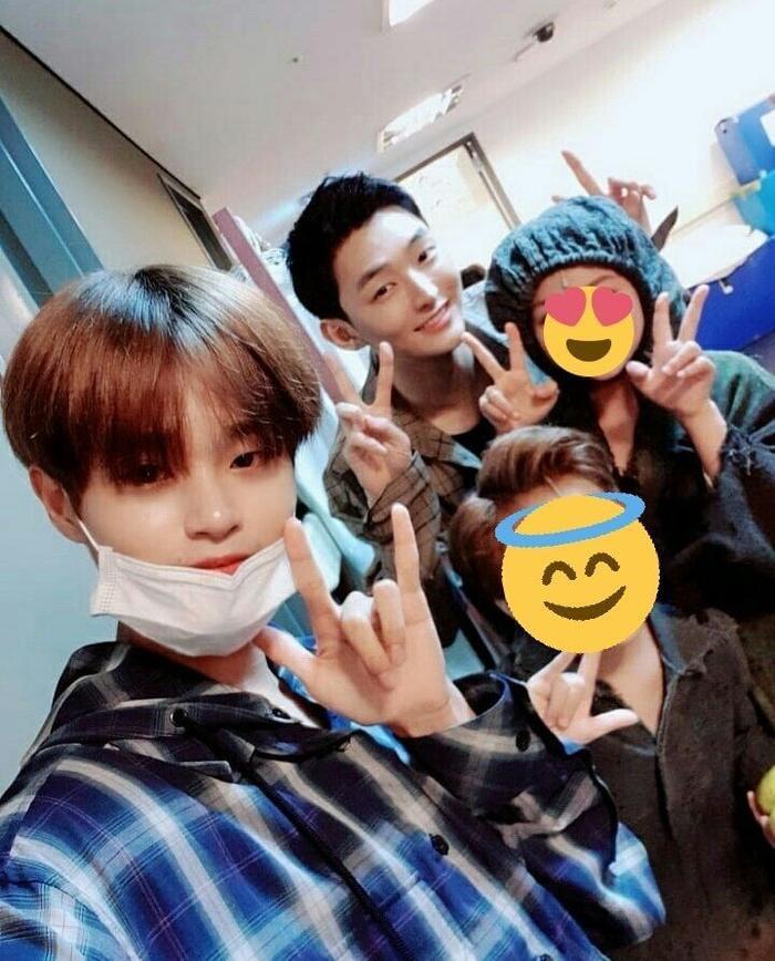Fan Wanna One sướng rơn: Trưởng nhóm Jisung hí hửng cùng Daehwi đến dự nhạc kịch đầu tay của Minhyun ảnh 5
