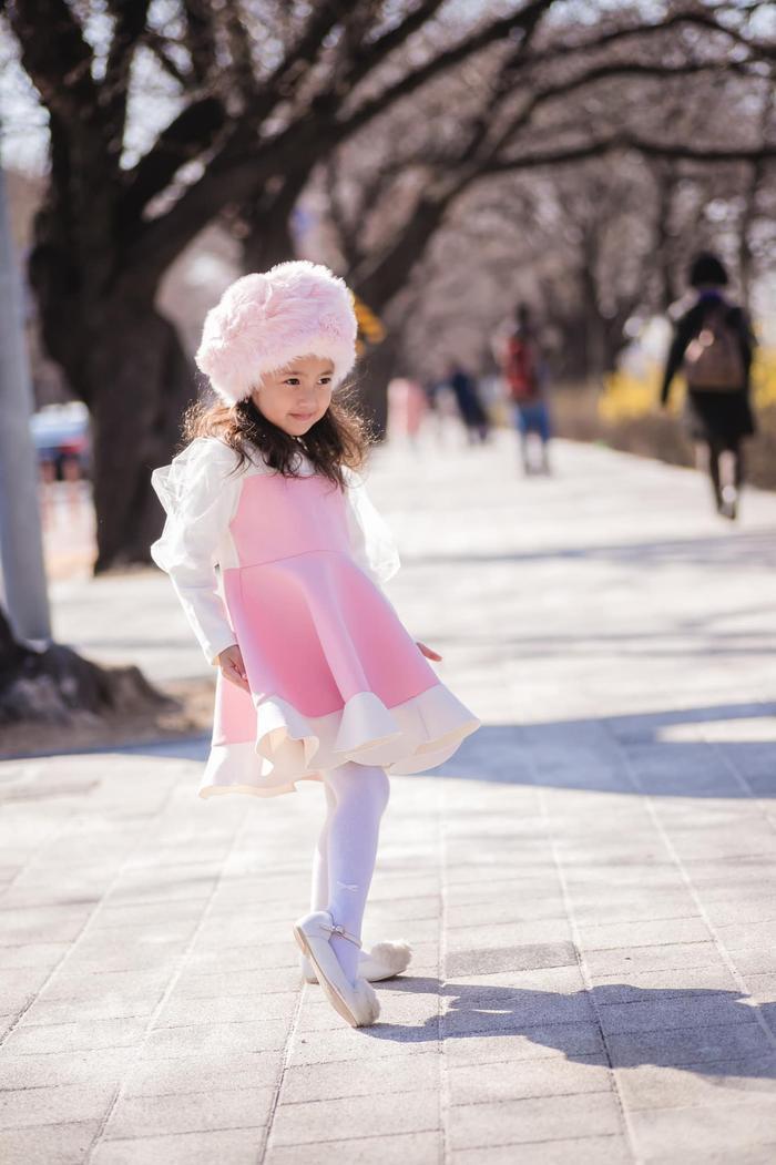 Con gái út của HH Hà Kiều Anh được dự đoán sẽ trở thành tiểu mỹ nhân trong tương lai ảnh 8