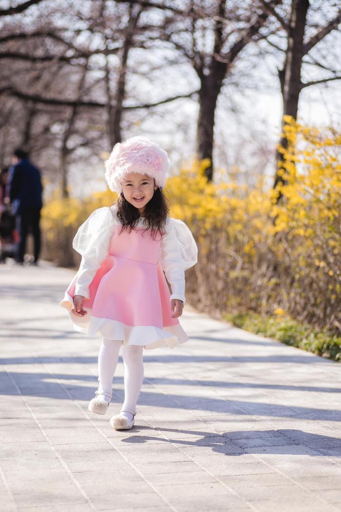 Con gái út của HH Hà Kiều Anh được dự đoán sẽ trở thành tiểu mỹ nhân trong tương lai ảnh 9