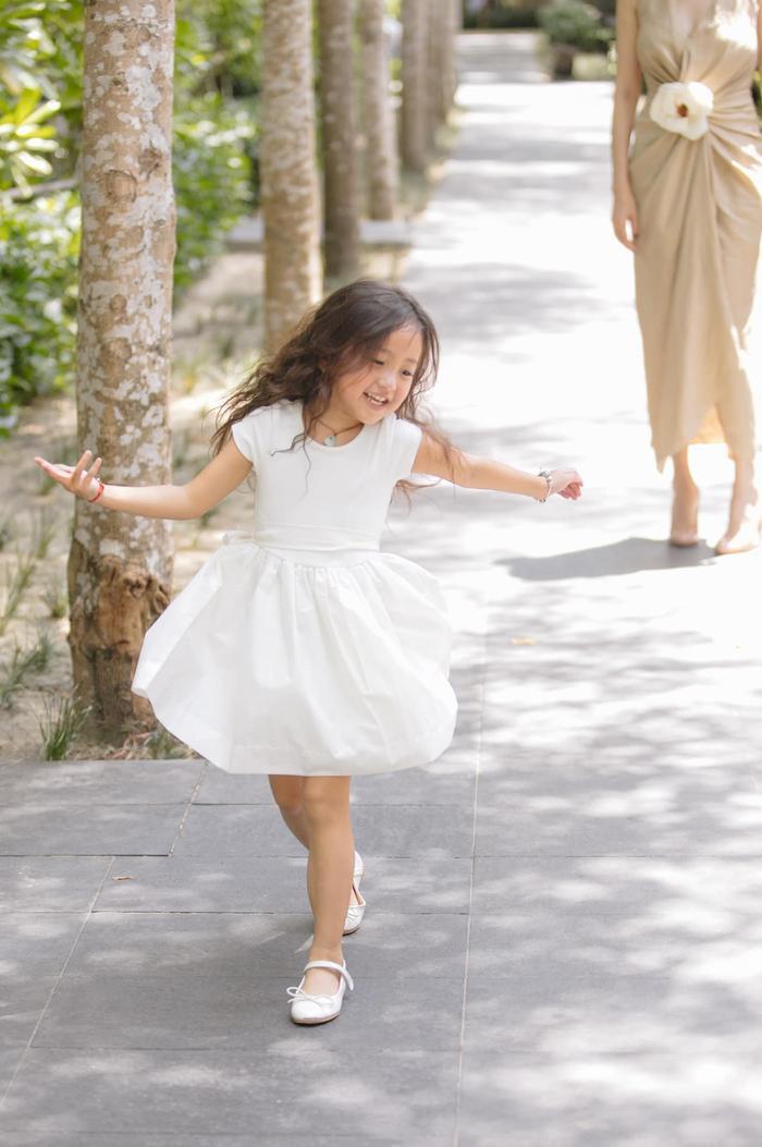 Nhiều khán giả đều cho rằng, cô bé có khả năng trở thành một mỹ nhân trong tương lai.