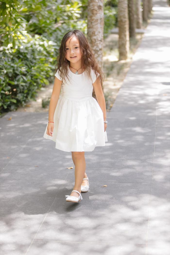 Con gái út của HH Hà Kiều Anh được dự đoán sẽ trở thành tiểu mỹ nhân trong tương lai ảnh 12