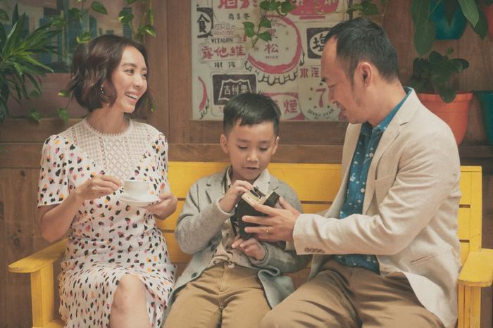 Tiến Luật - Thu Trang tung ảnh mừng trung thu hạnh phúc cùng con trai, bật mí về kế hoạch có thêm em bé trong tương lai.