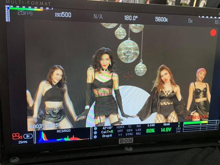 Cùng chờ đợi sản phẩm parody của BB Trần sẽ được lên sóng trong thời gian tới đây.