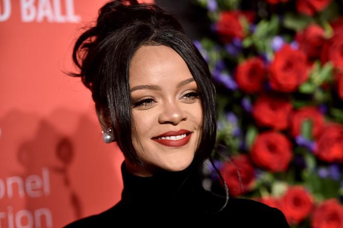Nếu thật sự Rihanna đang mang bầu thì việc nữ ca sĩ comeback làng nhạc sẽ tiếp tục bị trì hoãn.