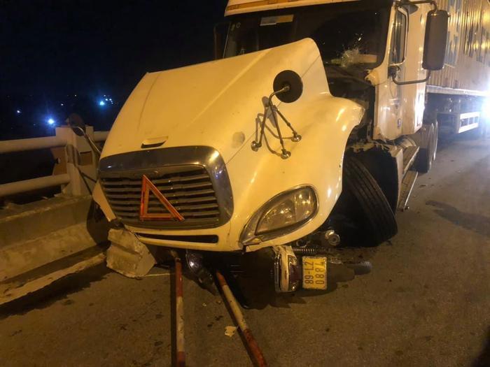 Sau khi gây tai nạn, tài xế xe container rời khỏi hiện trường