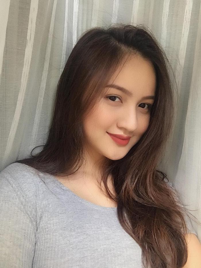 Thế hệ hotgirl sinh năm 2000: Người đạt ielts 8.5 ở tuổi 17, người lên báo nước ngoài nhờ nhan sắc xinh đẹp ảnh 2