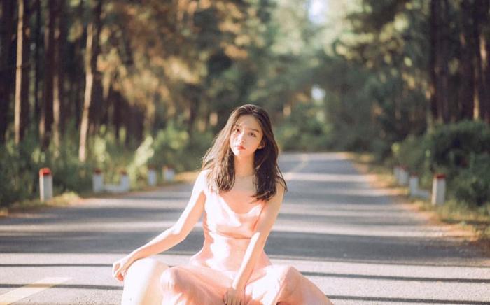 Nữ sinh 2001 có vóc dáng khá cân đối với chiều cao 1m59, phù hợp diện nhiều phong cách ăn mặc khác nhau.