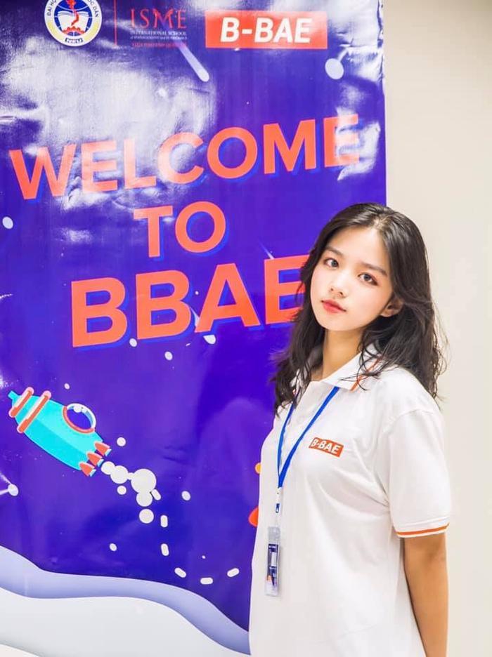 Được biết, cô bạn này có tên là Phan Thị Minh Hằng và hiện tại đang là sinh viên năm nhất tại trường Đại học Kinh tế Quốc dân.