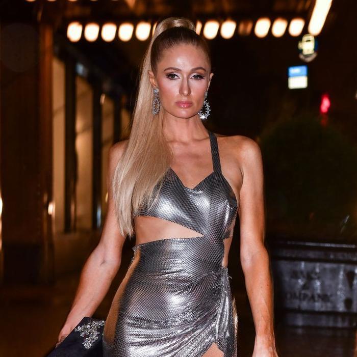 Paris Hilton than trời vì sự cố lộ nội y khi vừa bước xuống bữa tiệc của Kim Kardashian ảnh 0