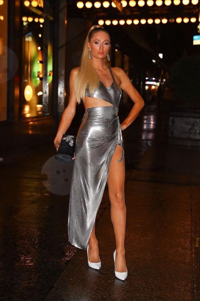 Paris Hilton than trời vì sự cố lộ nội y khi vừa bước xuống bữa tiệc của Kim Kardashian ảnh 2