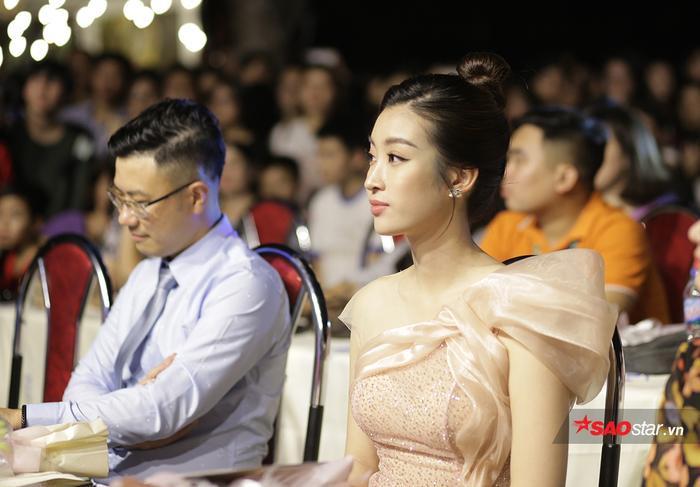 … Hoa hậu Đỗ Mỹ Linh.