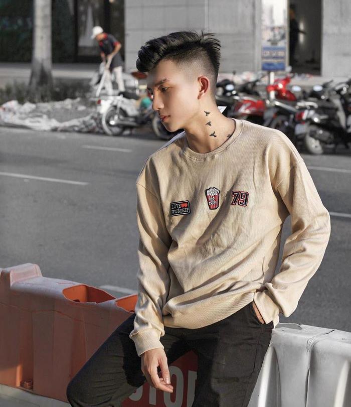 Tuấn Phong từng tốt nghiệp khoá học Thiết kế thời trang tại trường Raffles ở Sydney và khoa Quản lý và Kinh doanh thời trang tại trường RMIT TP HCM.
