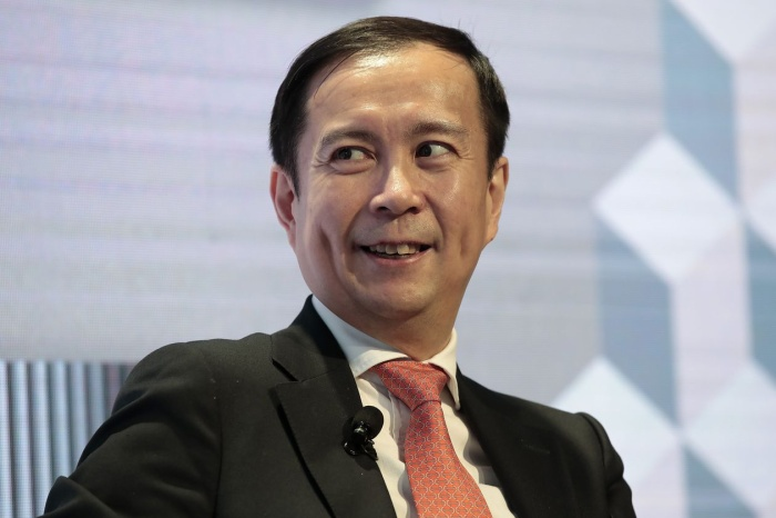 Ông Daniel Zhang, vừa nhận chức Chủ tịch Alibaba từ Jack Ma. Ông hiện tại là Chủ tịch đồng thời là CEO ông lớn TMĐT này.