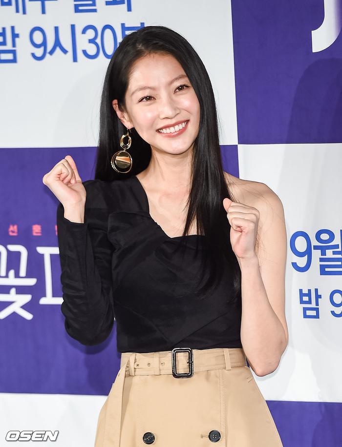 Park Ji Hoon  Kim Min Jae bừng sáng tại họp báo Mỹ nam đẹp hơn hoa bản cổ trang ảnh 9