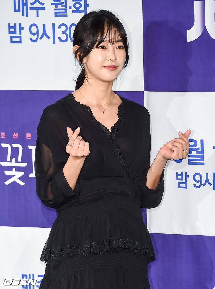 Park Ji Hoon  Kim Min Jae bừng sáng tại họp báo Mỹ nam đẹp hơn hoa bản cổ trang ảnh 15