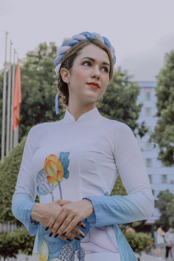 Giữa dàn thí sinh 'chủ nhà', nữ sinh Cuba gây ấn tượng tại cuộc thi Hoa khôi trường ĐH Hà Nội