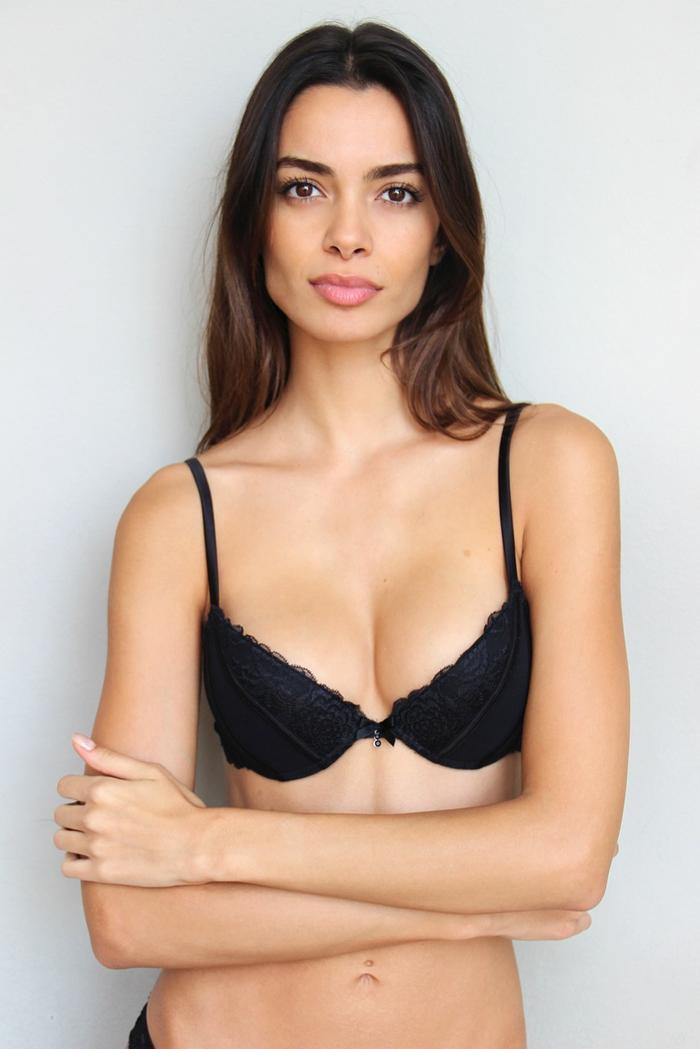 Thông qua kinh nghiệm bản thân, Joana cũng khuyên các đồng nghiệp và những cô gái trẻ có ý định nâng ngực thì nên tìm hiểu và cân nhắc kỹ.