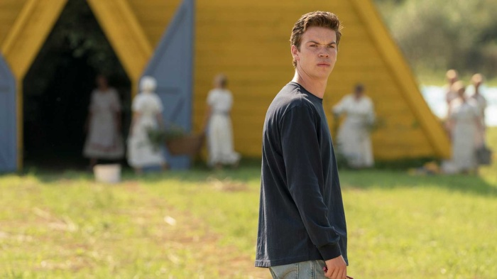Will Poulter trong Midsommar.