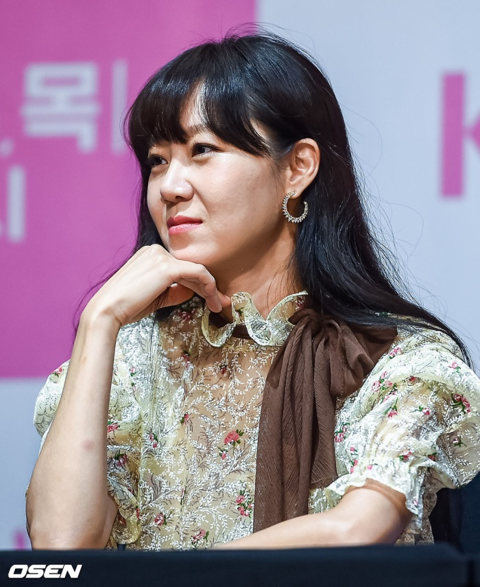 Họp báo Khi hoa trà nở: Gong Hyo Jin không nhịn được cười vì chàng ngố Kang Ha Neul  Kim Ji Suk ảnh 2