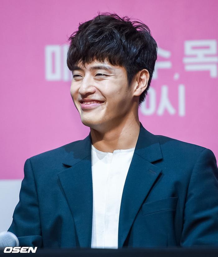 Họp báo Khi hoa trà nở: Gong Hyo Jin không nhịn được cười vì chàng ngố Kang Ha Neul  Kim Ji Suk ảnh 5