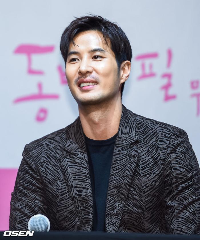 Họp báo Khi hoa trà nở: Gong Hyo Jin không nhịn được cười vì chàng ngố Kang Ha Neul  Kim Ji Suk ảnh 7
