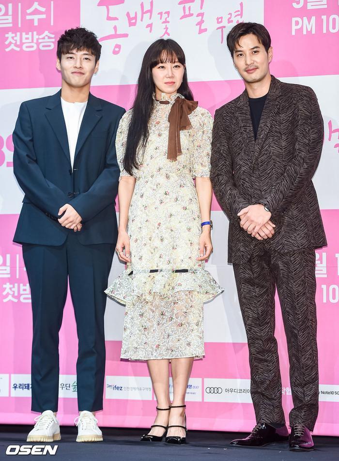 Họp báo Khi hoa trà nở: Gong Hyo Jin không nhịn được cười vì chàng ngố Kang Ha Neul  Kim Ji Suk ảnh 11