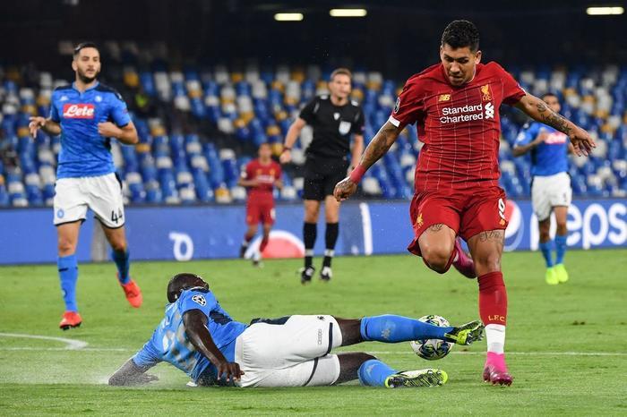 Trung vệ Koulibaly chơi cực hay khoá chặt những mũi nhọn bên phía CLB Liverpool.