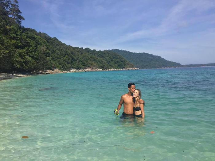 Cặp đôi cũng rất thường xuyên đăng tải những hình ảnh đi chơi cùng nhau. Mới đây nhất, cô nàng cùng vị hôn thê đã tới Bali để nghỉ hè.