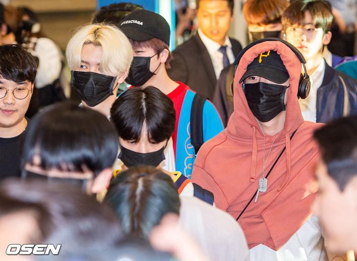 Mặc tin gian lận để debut: X1 vượt Red Velvet  Sunmi, thắng cúp thứ 10 sau khi vừa về tới Hàn ảnh 2