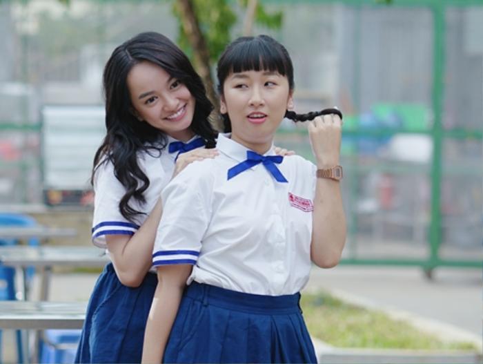 Nếu Kaity Nguyễn mang nét trưởng thành, ngọt ngào thì Trang Hý lại gây ấn tượng bởi sự tự nhiên và hài hước. Cặp đôi này tưởng như không thể hòa hợp thì hóa ra ngày càng thân thiết và dính nhau như thỏi nam châm trái cực.