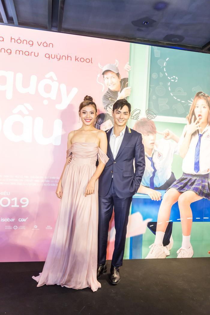 Thảm đỏ sự kiện còn nổi bật với cặp đôi Jay Quân - Chúng Huyền Thanh.