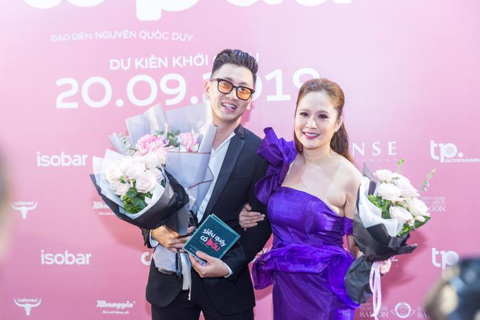 """Cô giáo Hảo (Thanh Thuý thủ vai) xuất hiện tại sự kiện trong bộ váy tím """"huyền thoại"""". Trong Siêu Quậy Có Bầu, Thanh Thuý vừa đảm nhiệm vai trò diễn viên, vừa đảm nhiệm vai trò nhà sản xuất."""