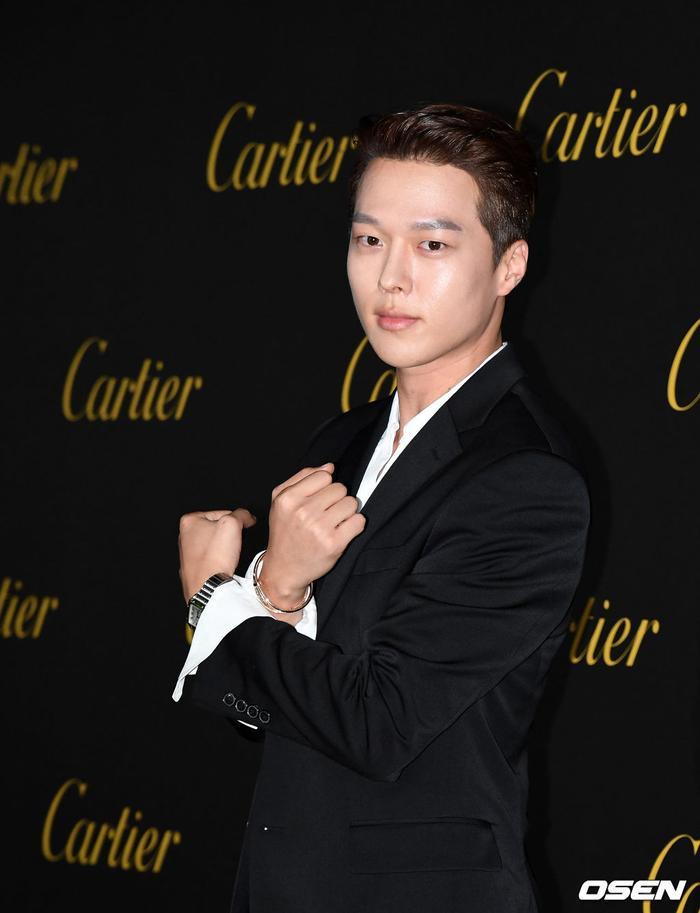 Jang Ki Yong.