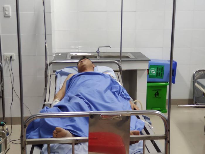 Anh Vương - nạn nhân may mắn sống sót trong vụ án đang được điều trị tại bệnh viện.