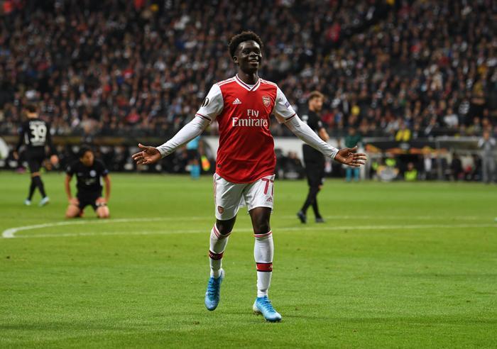 Arsenal cũng có được chiến thắng ngay ngày ra quân.